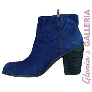 VINCE CAMUTO Holden Oxford blue suede booties, 8.5